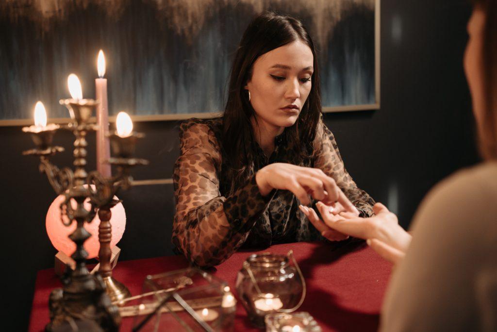 Все обиды лучше сжечь – ритуал со свечой